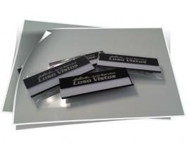 Crachás em alumínio personalizados com gravação a laser