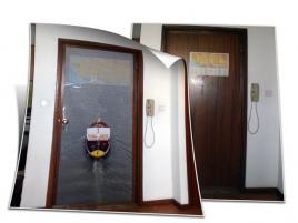 DECORAÇÃO DE PORTA EM PVC TRANSPARENTE COM IMPRESSÃO.