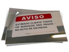 SINALÉTICA INTERIOR EM PVC COM VINIL DE RECORTE.