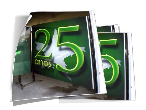 Design de biombo comemorativo dos  25 anos da CINZA