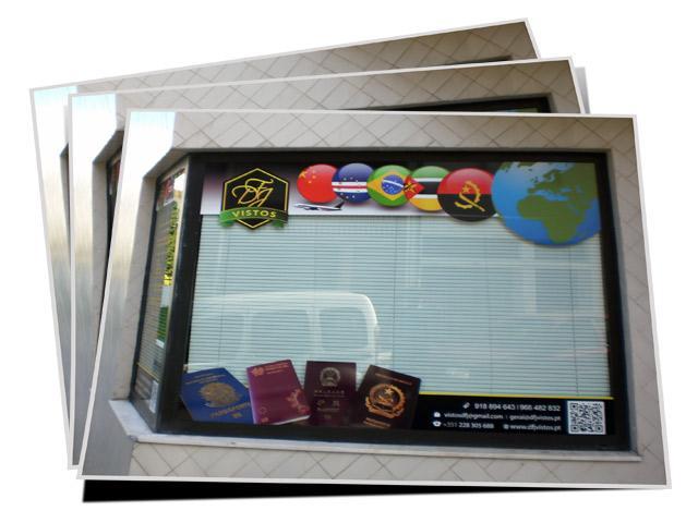 Decoração de montra em vinil com impressão digital e acabamento recortado.